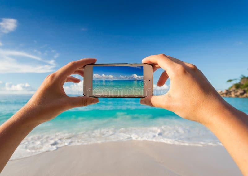 Prendre une photo de la plage image stock