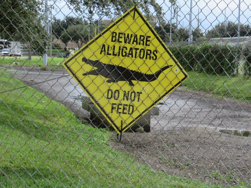 Prenez garde du signe d'alligators photographie stock