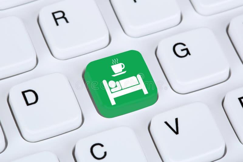 Prenotazione online di Internet della stanza di bed and breakfast fotografia stock libera da diritti