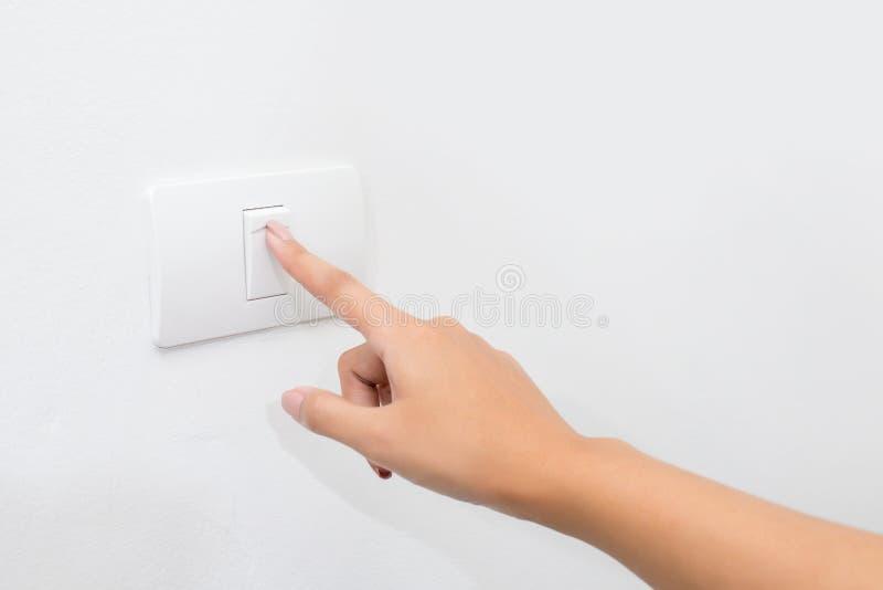Prensa del finger en el botón ligero imagenes de archivo