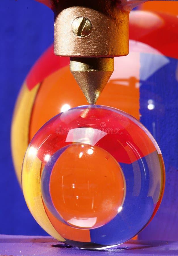 Prensa del metal con las bolas cristalinas fotografía de archivo