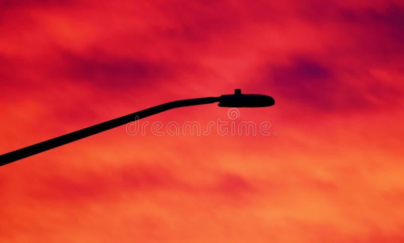 Prentbriefkaar met een mooie levendige hemel bij zonsondergang stock afbeeldingen