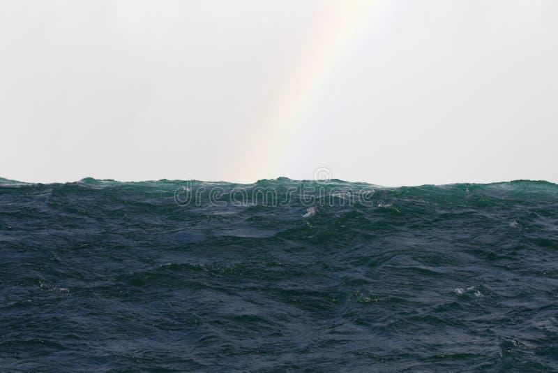 Prentbriefkaar met een mooie rand van een waterval royalty-vrije stock afbeelding