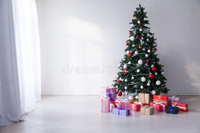 Prentbriefkaar van de de giftenwinter Kerstmis van de achtergrond de Binnenlandse nieuwe jaarboom royalty-vrije stock foto's