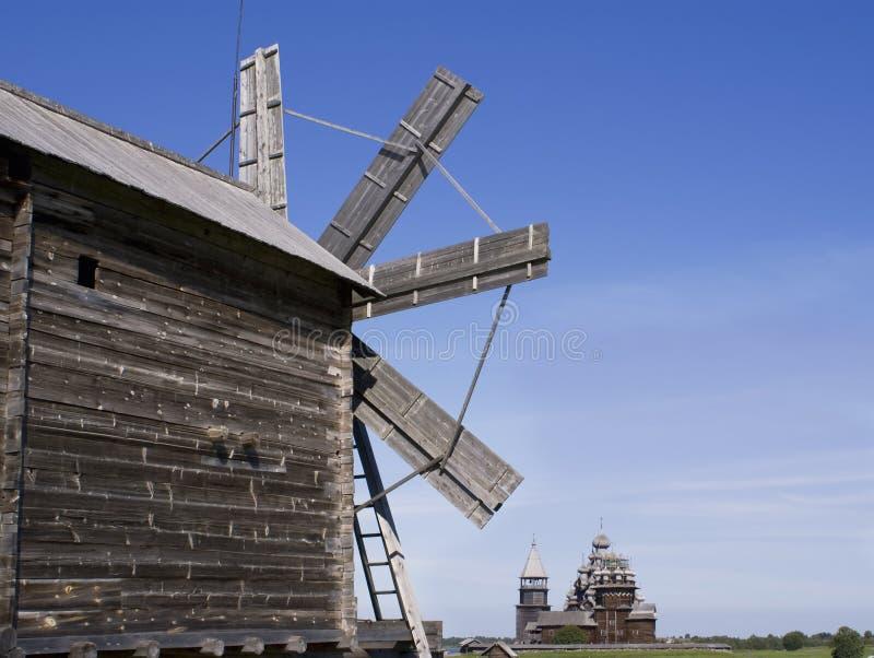 preobrazhenskiy windmill för kyrklig kizhi royaltyfria bilder