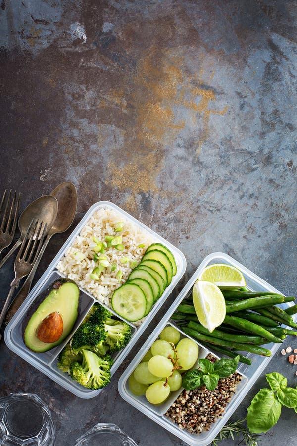 Prep containers van de veganist de groene maaltijd met rijst en groenten royalty-vrije stock fotografie