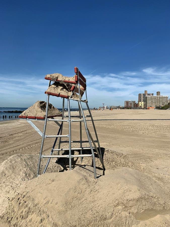 Preparação da estação da praia de New York do Coney Island imagem de stock