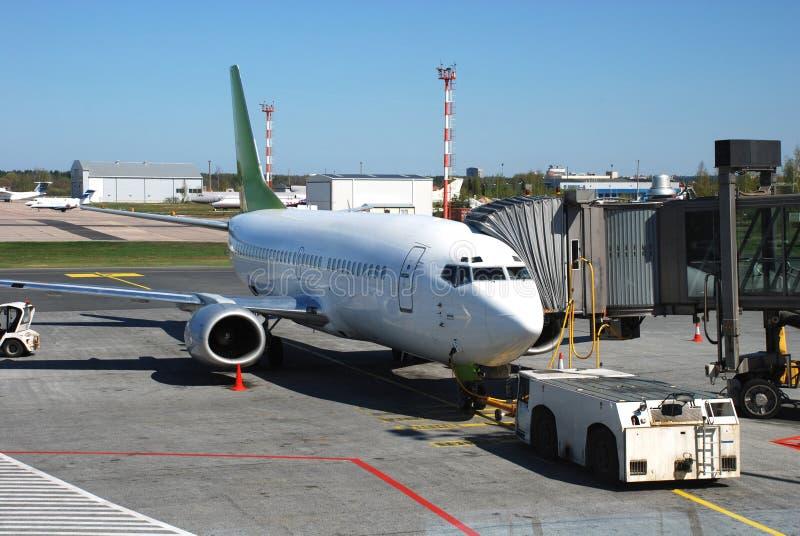 Preparação do avião para o voo. foto de stock