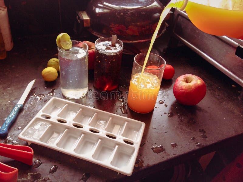 preparación de bebidas frescas foto de archivo