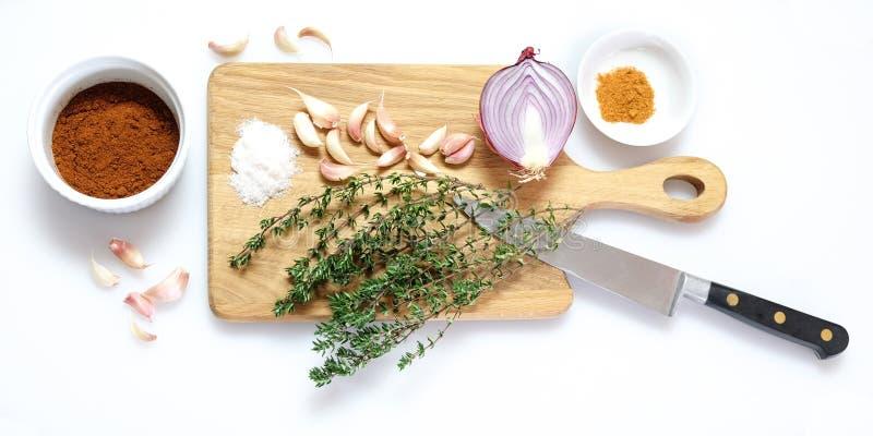 Preparación de comida para cocinar desde arriba imagenes de archivo