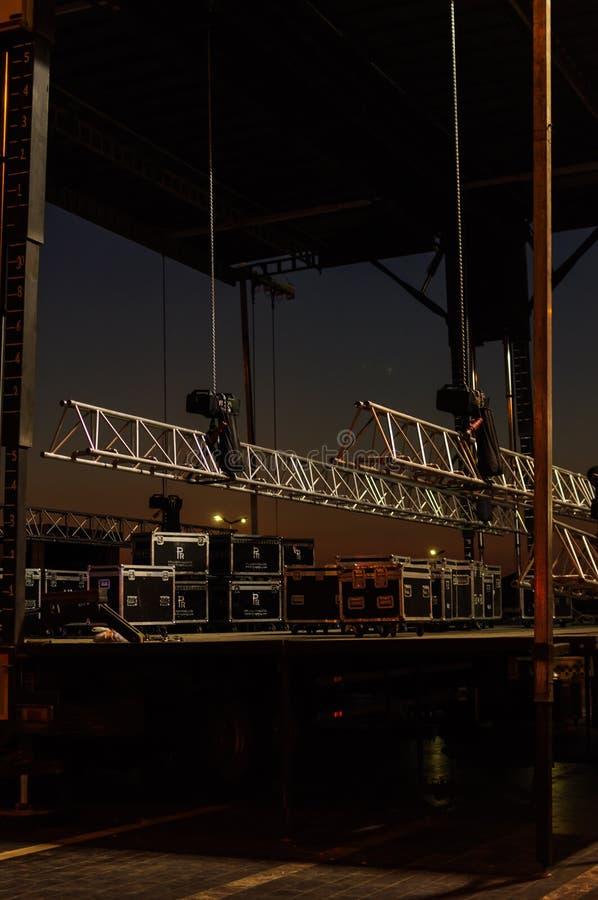 Preparación de la etapa del concierto fotografía de archivo
