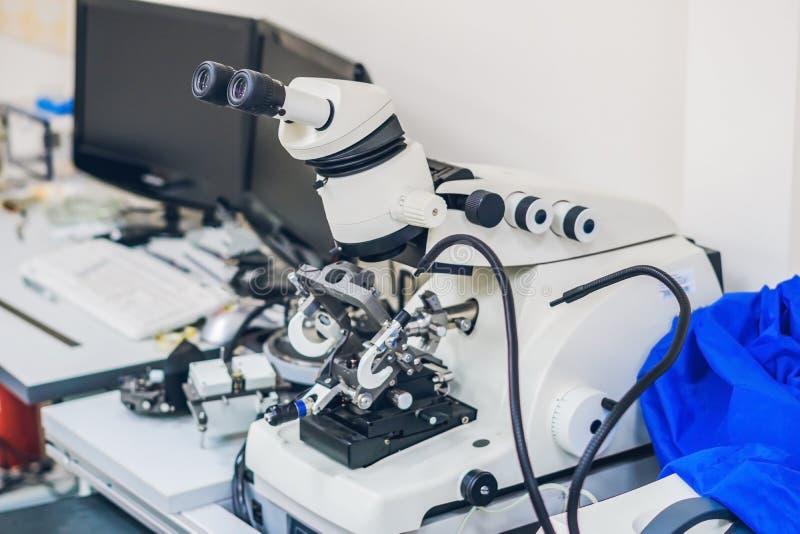 Preparación de la muestra para la microscopia electrónica fotografía de archivo libre de regalías