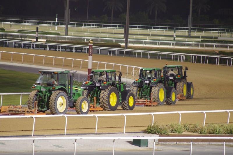Preparación de la pista para la carrera de caballos imagen de archivo