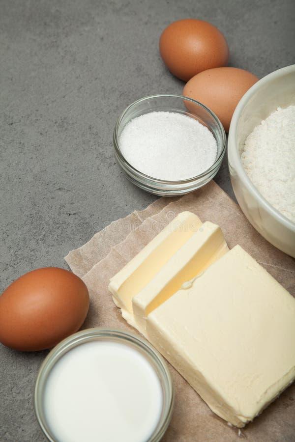 Preparación de las galletas hechas en casa, ingredientes imagenes de archivo
