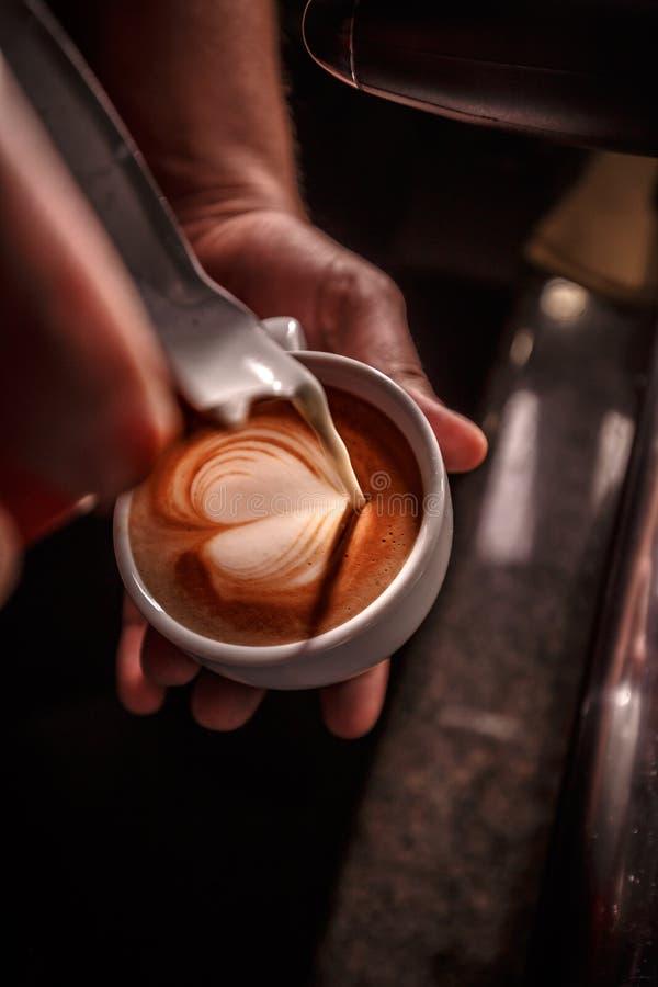 Preparación del café y concepto del servicio imagen de archivo libre de regalías