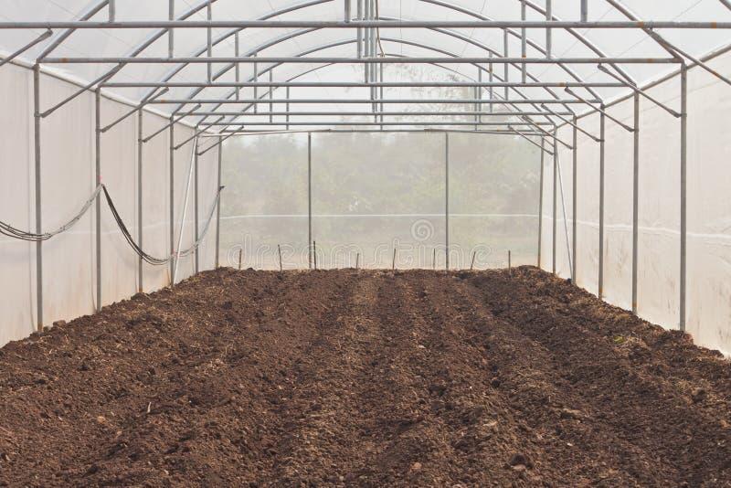 Preparación del suelo del invernadero foto de archivo libre de regalías