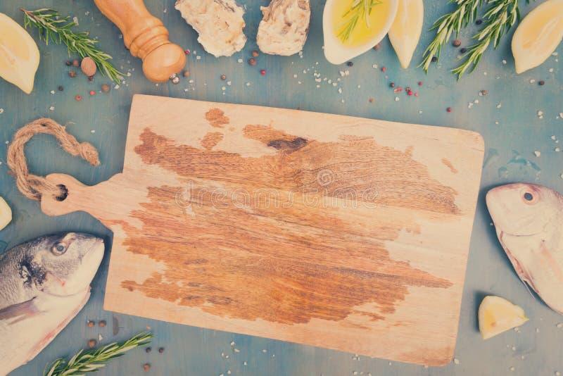 Preparación fresca de los pescados de mar foto de archivo libre de regalías