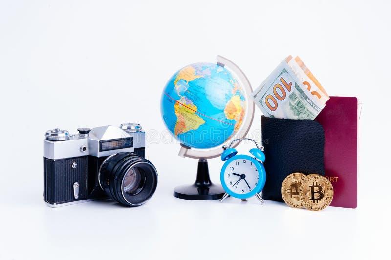 Preparación para el viaje, vacaciones del viaje, mofa del turismo para arriba del teléfono celular, mapa de camino, compás, cámar fotos de archivo libres de regalías
