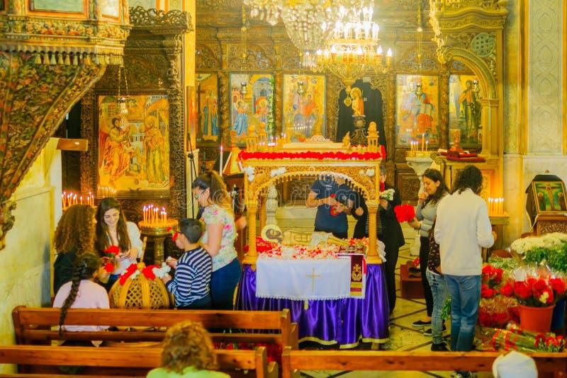 Preparaciones de Pascua en la iglesia ortodoxa griega del anuncio foto de archivo