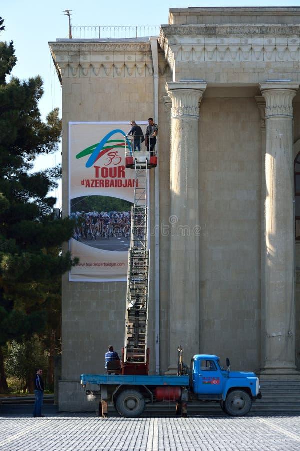 Preparaciones en Sumgait para el viaje de Azerbaijan imagenes de archivo