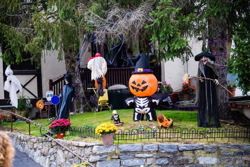 Preparaciones y decoraciones de Halloween foto de archivo