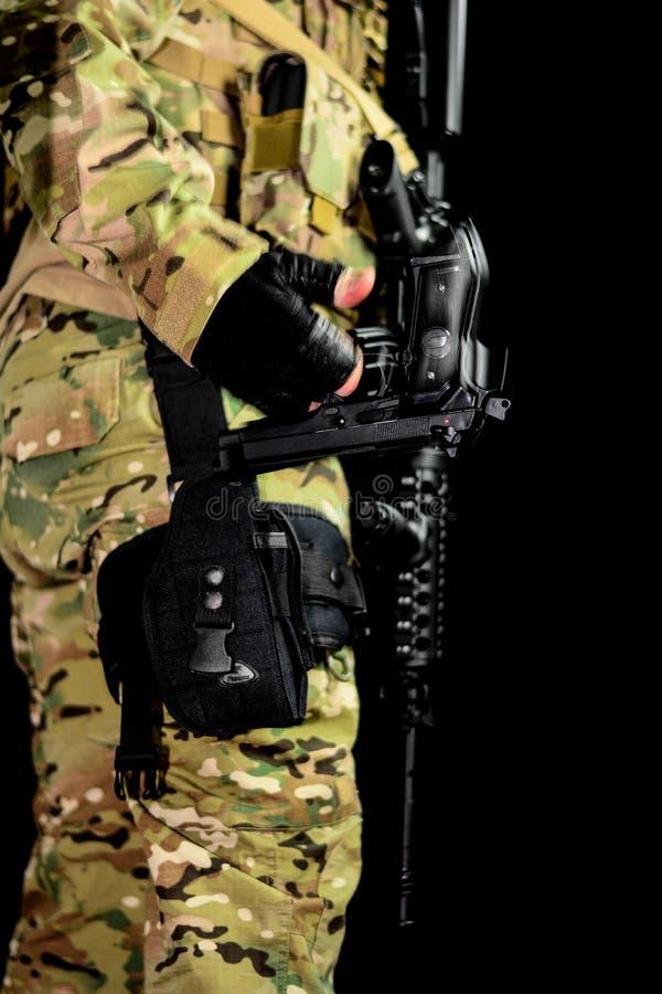 Preparado com armas foto de stock