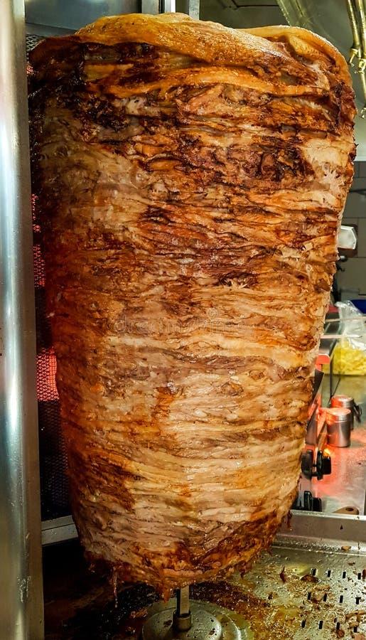 Preparado para la producción de carne de Gyros alimento étnico imagenes de archivo