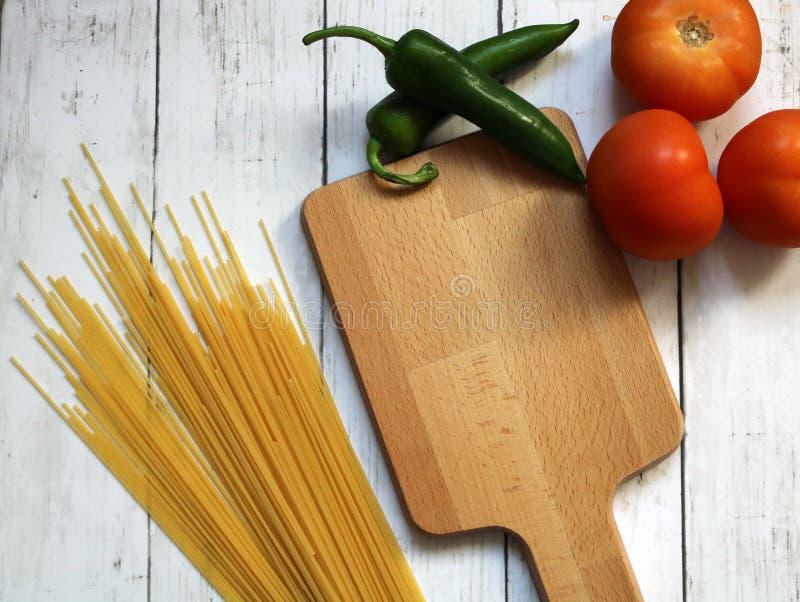 Preparando alimento, cucinante gli ingredienti freschi immagine stock libera da diritti