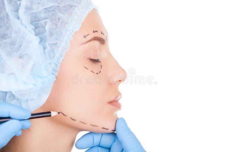 Preparando o paciente para a cirurgia. fotos de stock