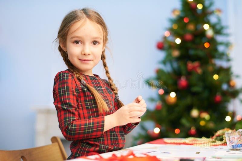 Preparando a surpresa do Natal imagens de stock