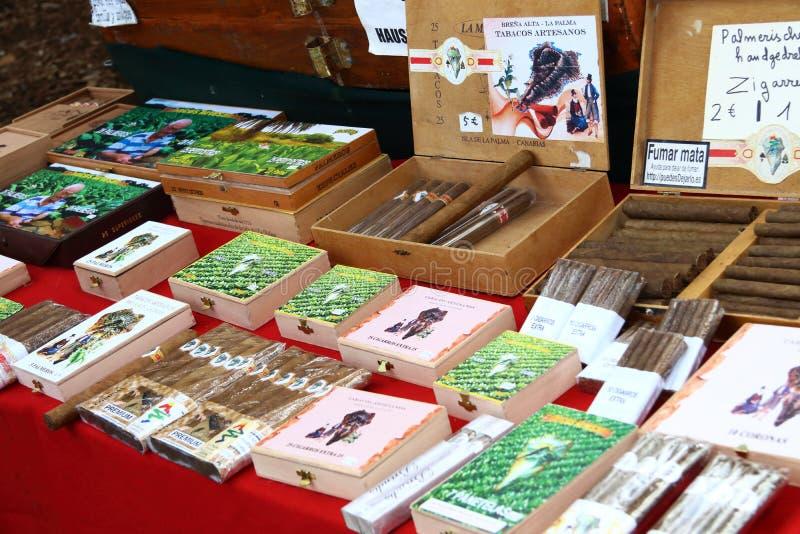 Preparare a mano sigari da Canary Island La Palma immagine stock