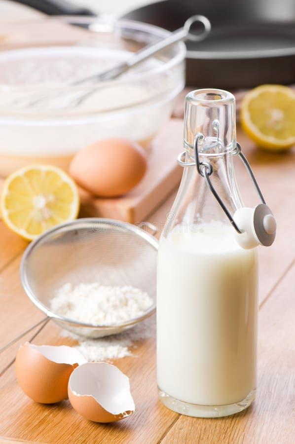 Preparato del pancake fotografie stock