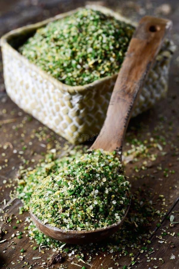 Preparato della minestra di verdura con semolino fotografia stock