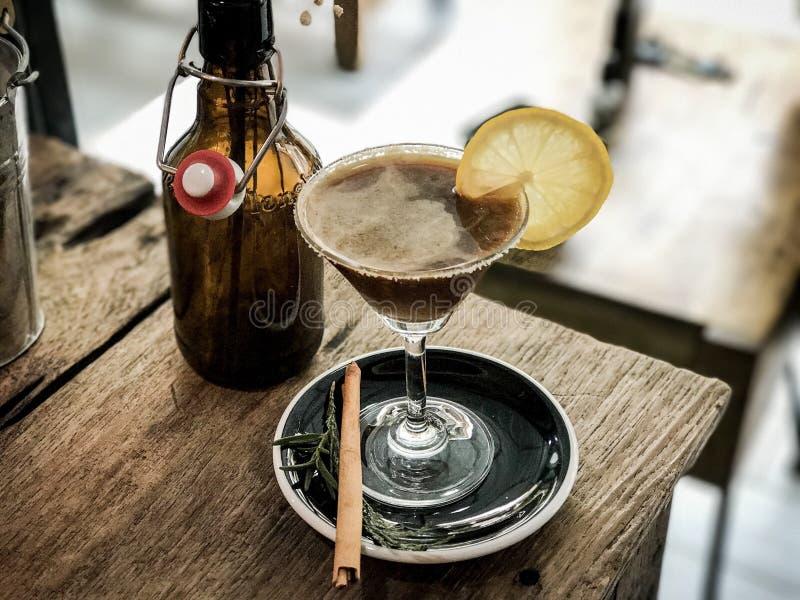 Preparato ghiacciato fusione del caffè con il succo di limone fotografie stock