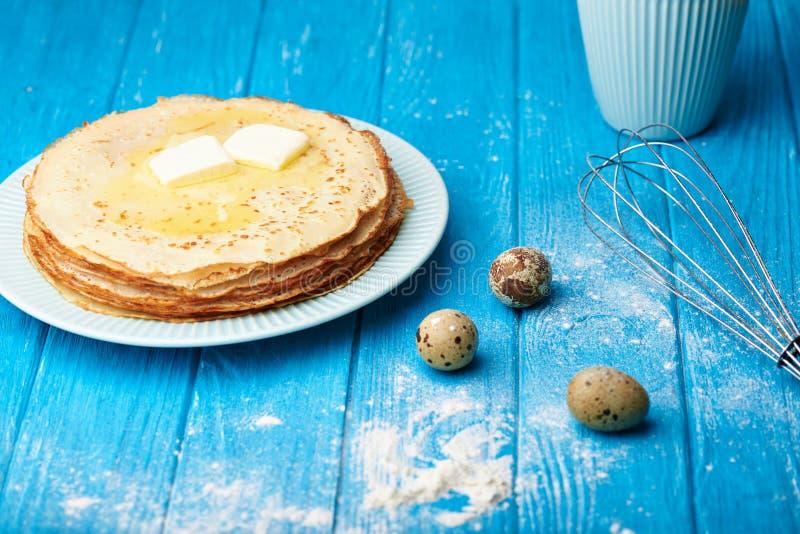 Preparazione cucinare i pancake fotografia stock libera da diritti