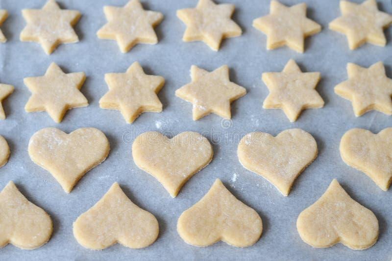 Preparazione dei biscotti di natale immagini stock