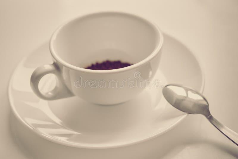 Preparazione del caffè solubile fotografia stock