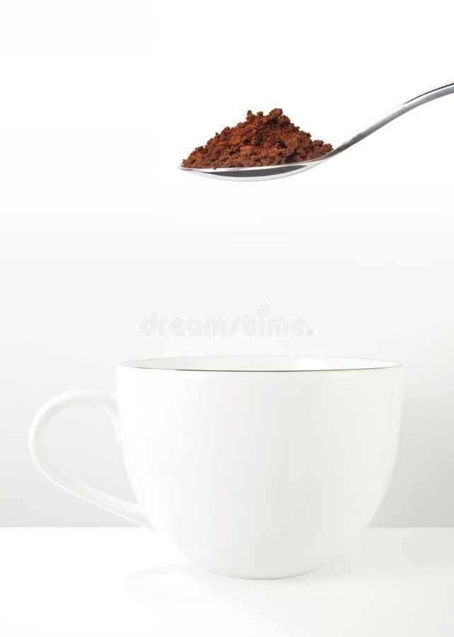 Preparazione del caffè solubile immagine stock libera da diritti