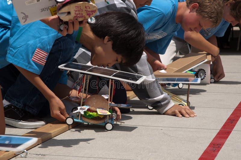 Preparazione dell'automobile solare dell'hamburger fotografia stock libera da diritti