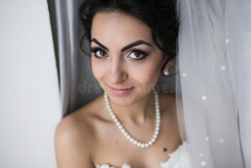 Preparazione della sposa adorabile immagini stock libere da diritti
