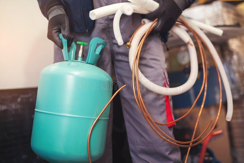 Preparazione matrice del condizionamento d'aria installare nuovo condizionatore d'aria immagine stock