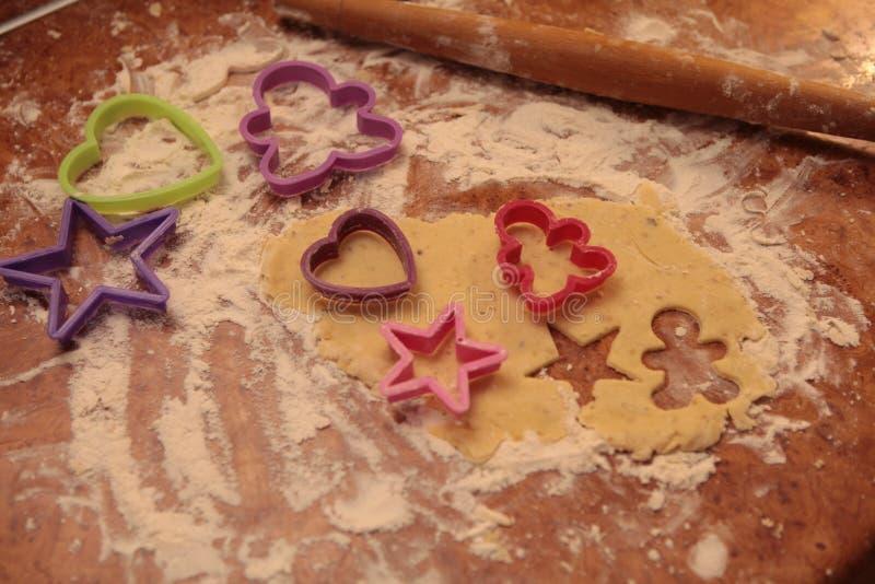 Prepare las galletas sabrosas Concepto de familia imagen de archivo