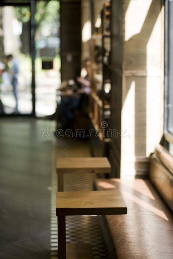 Prepare a loja do café da abertura imagem de stock royalty free