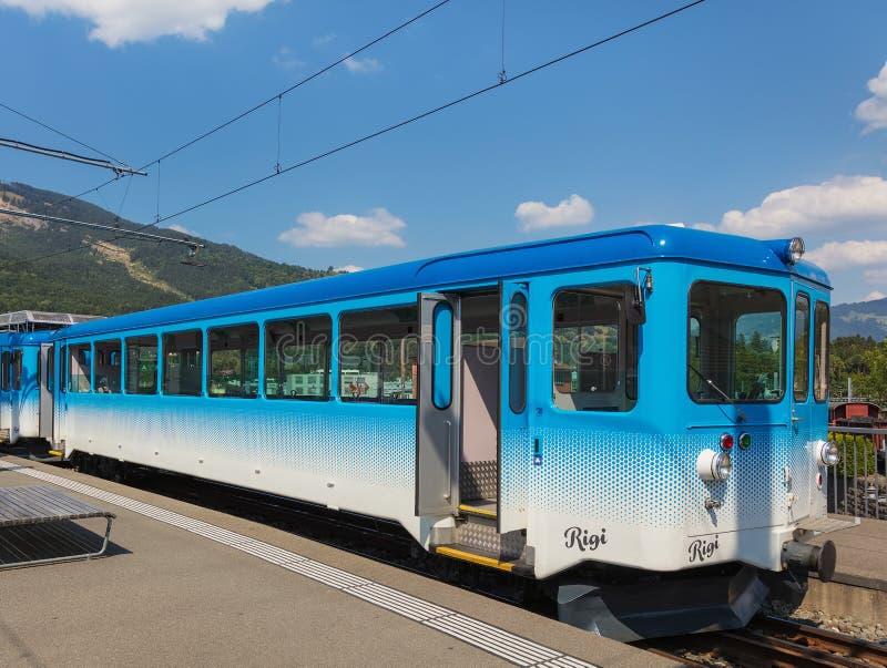 Prepari ad un binario della stazione ferroviaria di Arth-Rigi-Bahn nell'arte immagini stock