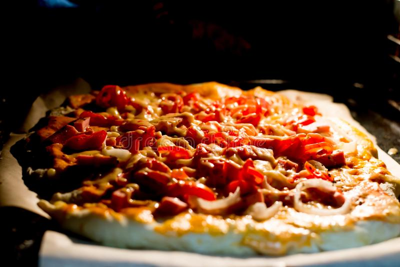 Prepari per la prima volta la pizza immagine stock libera da diritti