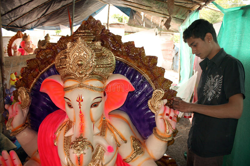 Download Preparing For Ganesh Festival Editorial Photography - Image: 15989792