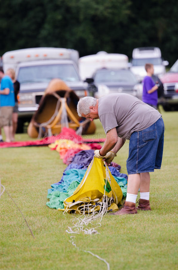 Download Preparing The Hot Air Balloon Editorial Photo - Image: 59053691