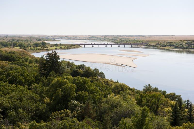 Preryjna rzeka i ziemie uprawne zdjęcie stock