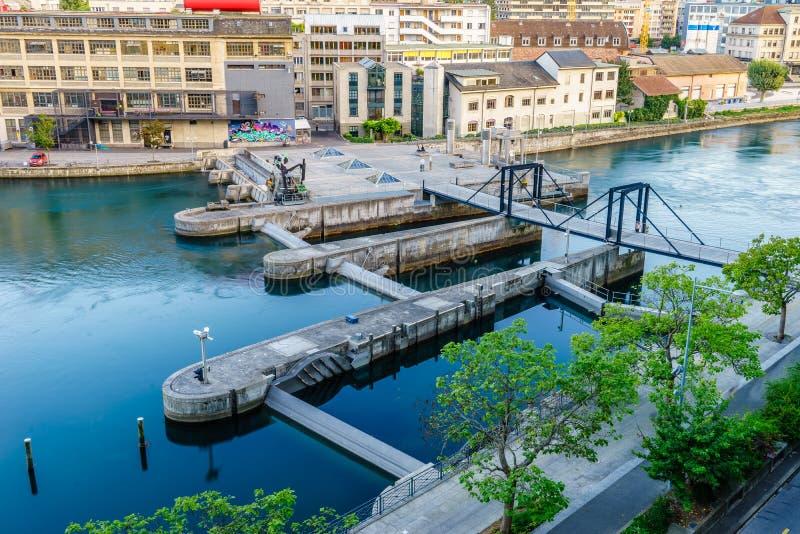 Presa de Seujet en el río Rhone, Ginebra, Suiza imagenes de archivo