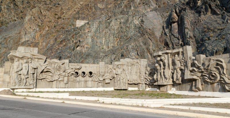 Presa del depósito de Kirov de los constructores de Bas Construido 1965 - 1975 Valle TA fotografía de archivo